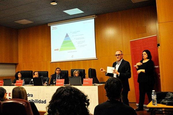 El coordinador general de Cruz Roja Española participa en el Ciclo de Conferencias En Código Abierto.