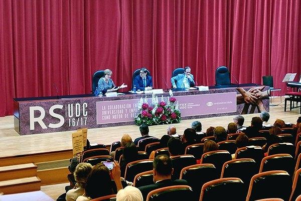 La Secretaria de Estado Ángeles Heras participa en la presentación de la Memoria de RS de la UDC.