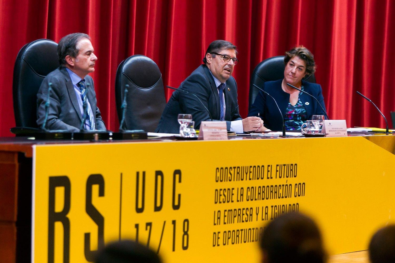 https://consellosocial.udc.es/wp-content/uploads/2019/09/2-premios-consello-social-16.jpg
