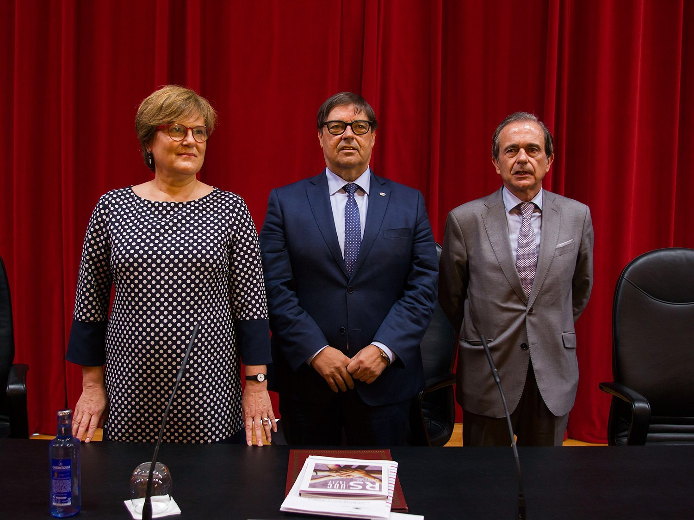 https://consellosocial.udc.es/wp-content/uploads/2019/09/presentacion-memoria-01.jpg