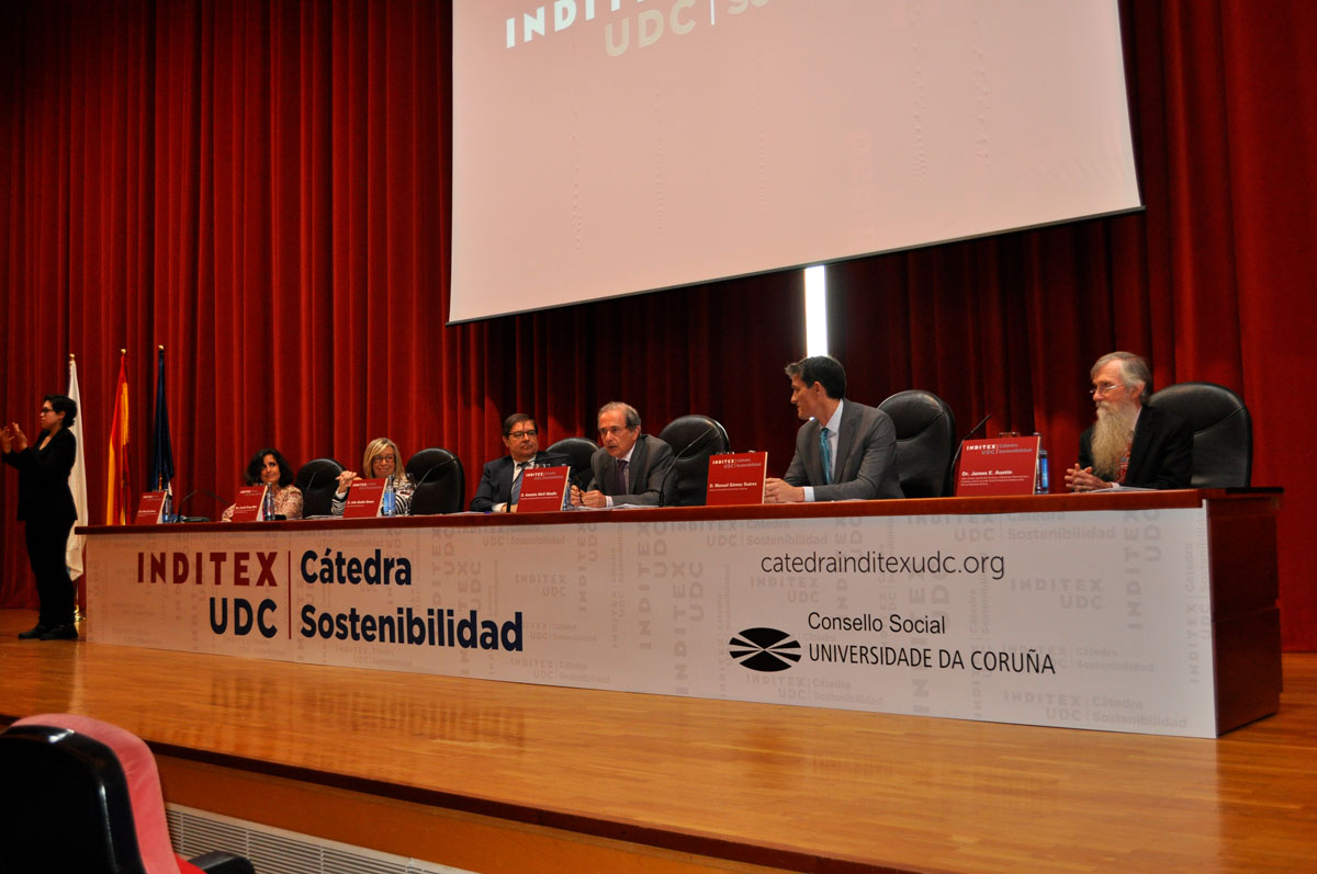 clausura-catedra-inditex-james-austin